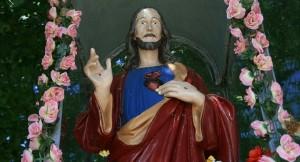 Zabytkowa rzeźba Chrystusa Zmartwychwstałego