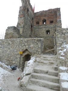 Prace konserwatorsko-budowlane związane z zabezpieczeniem i odbudową ruin zamku w Melsztynie