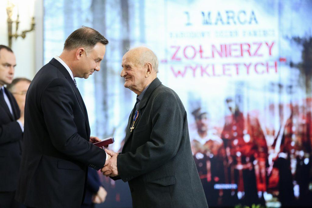 Prezydent RP Andrzej Duda wręcza w Pałacu Prezydenckim w Warszawie odznaczenia państwowe z okazji Narodowego Dnia Pamięci Żołnierzy Wyklętych