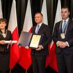 na zdjęciu od lewej Anna Moj, Prezydent Andrzej Duda, Dawid Chrobak